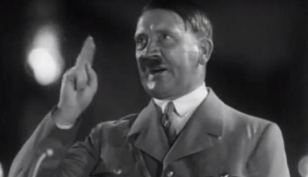 Kuva 1. Hitler pitämässä puhetta Nürnbergin puoluepäivillä vuonna 1934. Tilaisuus filmatisoitiin Tahdon riemuvoitto -propagandaelokuvaan. Lähde: https://www.youtube.com/watch?v=GHs2coAzLJ8