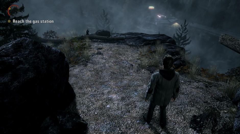 Pelaaja on kääntänyt kameraa nähdäkseen päämääränsä. (Alan Wake)