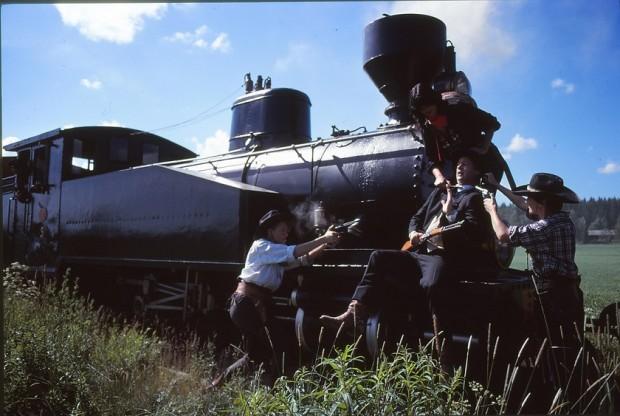 Kuva 4. Vauhtia ja toiminnallisia kohtauksia Jokioisten museorautatiellä. © Museorautatieyhdistys ry.