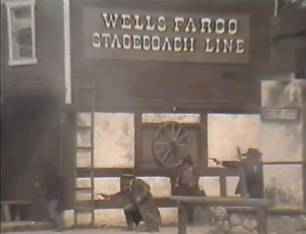 Kuva 7. Pyssytaistelua Fort Apachessa.