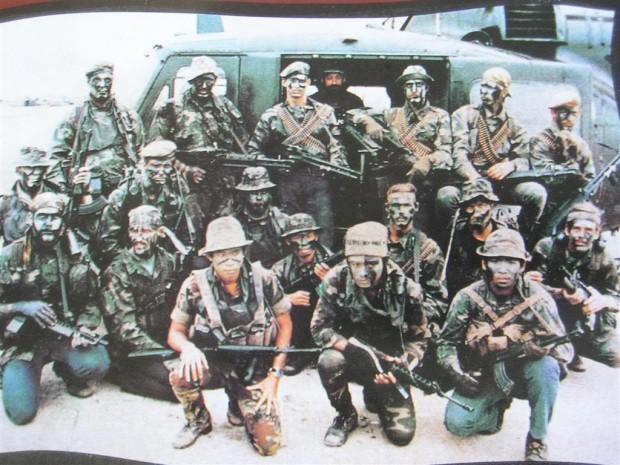 Kuva 1. Navy SEAL-ryhmä Vietnamin sodan ajalta. © 2014 National Navy UDT-SEAL Museum.