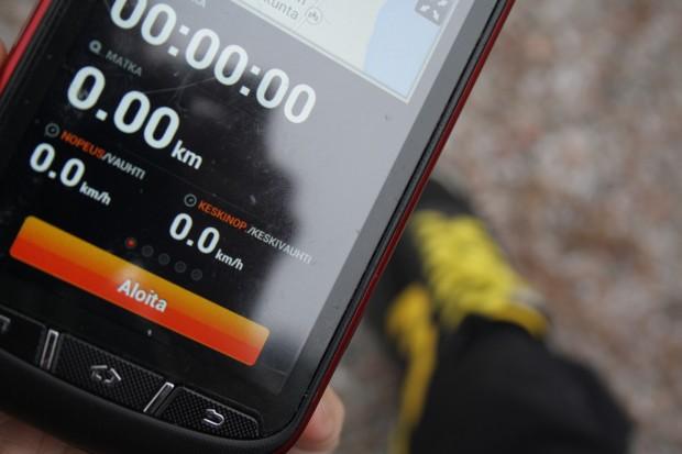 Kuva 1. Sports Trackerin tekniset ominaisuudet säätelevät sitä, mitä sovelluksella on mahdollista mitata, tallentaa ja jakaa sekä myös sitä, kenelle ja millaisten liitetietojen kanssa suorituksia voi jakaa.